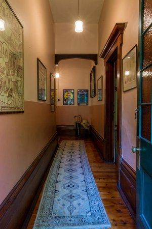 Buxton Manor: Hallway