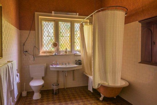 Buxton Manor: Bathroom
