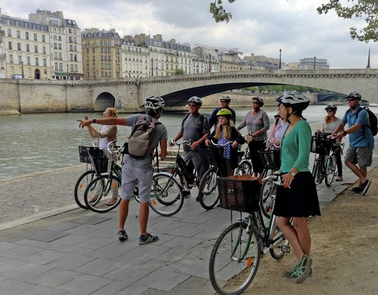 Bike About Tours : Along the Seine