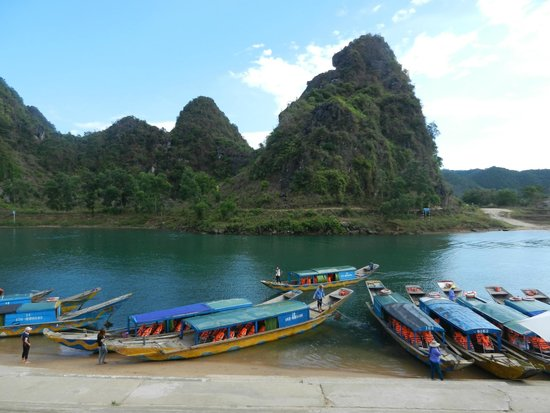Hue Freedom Riders - Day Tour: Phong Nha river to the caves