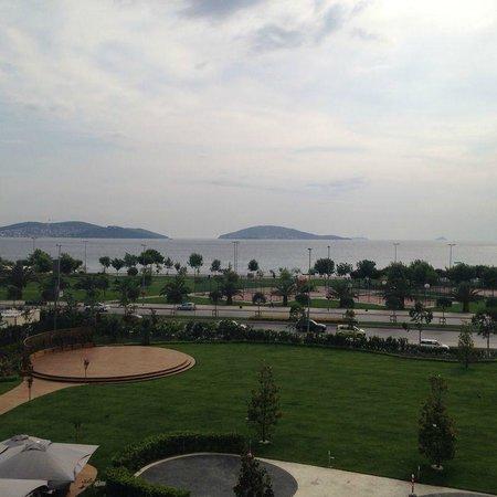 Cevahir Hotel Istanbul Asia: Odanın manzarası