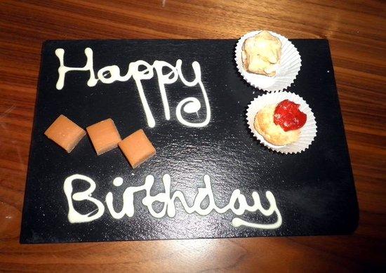 Slieve Donard Resort and Spa: Complimentary desserts - Happy birthday instead of happy anniversary