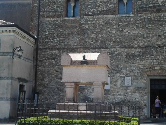 Casa del Petrarca: 12
