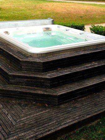 Chateau Valandraud: hot tub