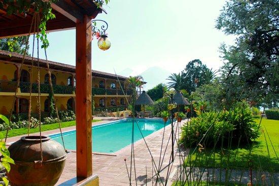 Villa Santa Catarina: View towards the pool