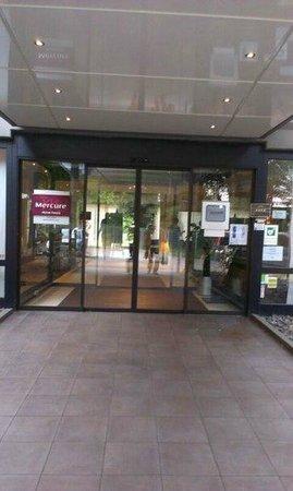Mercure Aachen Europaplatz: Вход в отель