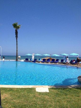 L'Amphitrite Palace: Mer ou piscine à vous de choisir.....