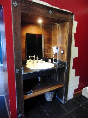 Chateau de Prye : bathroom