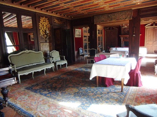 Chateau de Prye : dining room