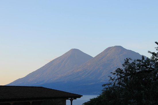 Villa Santa Catarina: View of the volcanoes from the private balcony of room 23 shortly after dawn