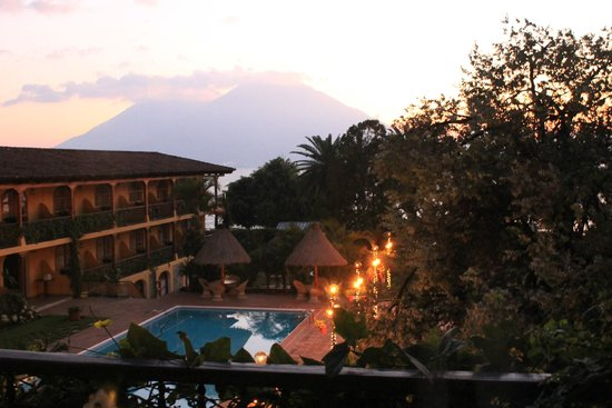 Villa Santa Catarina: View of the hotel at sunset from room 23