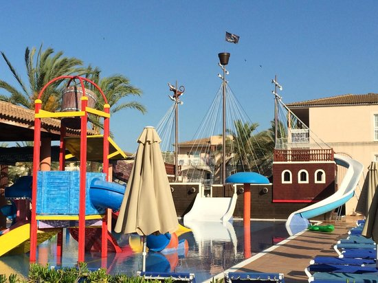 Zafiro Can Picafort: Kids Pool and pirate ship