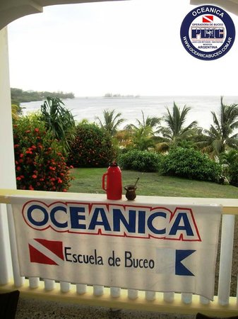 Turquoise Bay Dive & Beach Resort: Balcon de la Habitación vista al mar.