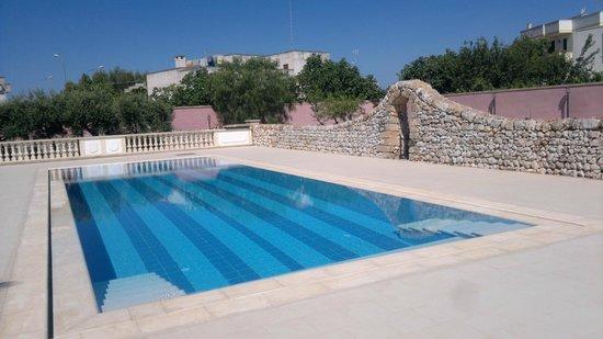 B&B Masseria San Dana : piscina