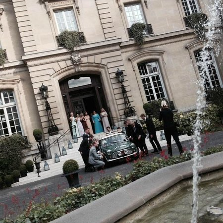 Saint James Paris - Relais et Châteaux: A wedding reception hijacked my car for a photo!