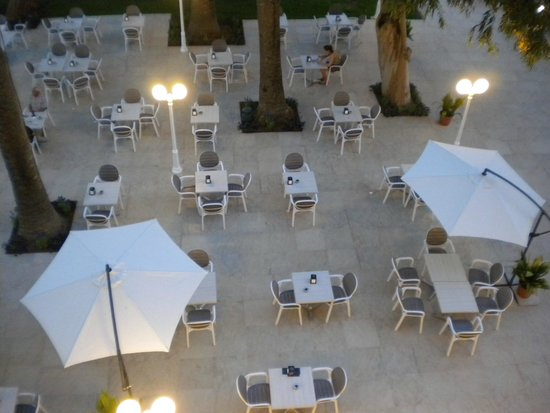 Hotel Planas: La terraza abierta a todo el público y genial.