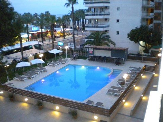 Hotel Planas: La piscina lo bueno del hotel
