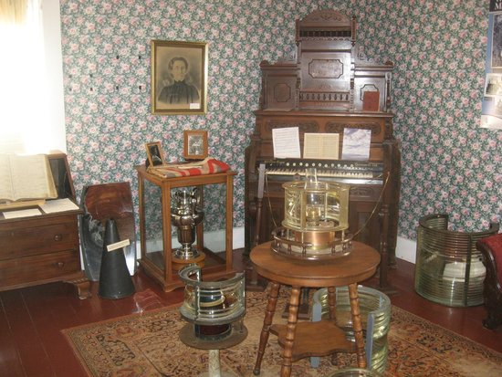 West Point Lighthouse Inn : One of the rooms in the lighthouse, part of the museum.