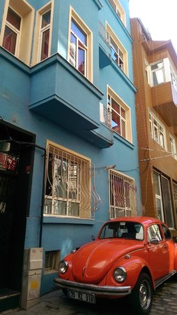 Taksim Lounge Hostel : high security as they locked the door