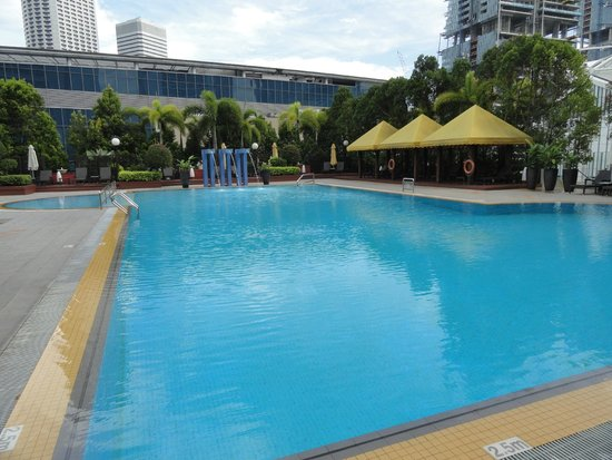 The swimming pool picture of marina mandarin singapore - Marina mandarin singapore swimming pool ...