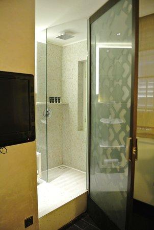Naumi Liora: バスルームその1