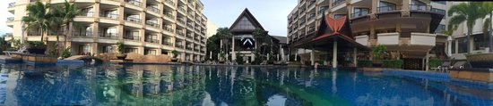 Garden Cliff Resort and Spa: hall de l'hôtel depuis la piscine