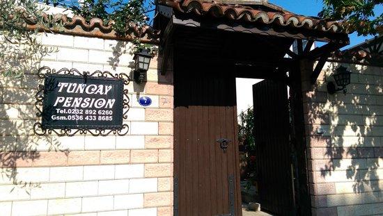 Tuncay Pension : Frontdoor