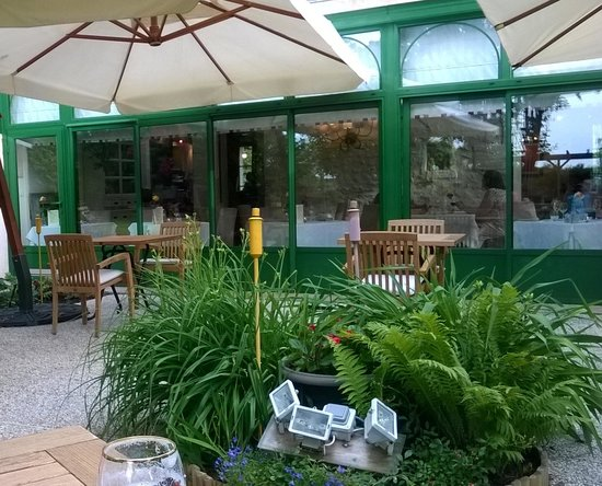 Auberge de Launay: from the garden to the Dining room