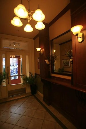Le Grande-Allee Hotel and Suites: entry