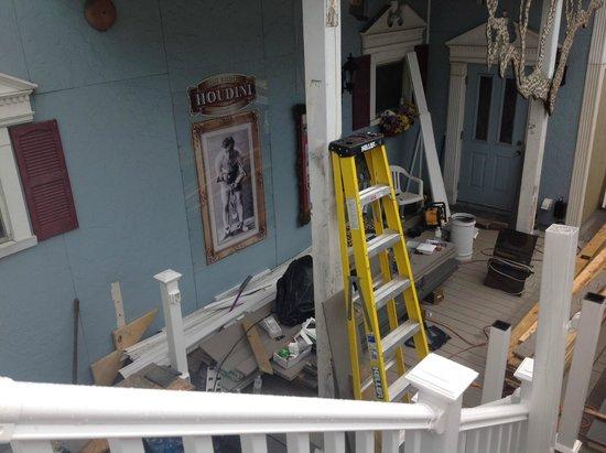 Houdini Museum : The back porch under restoration: 1