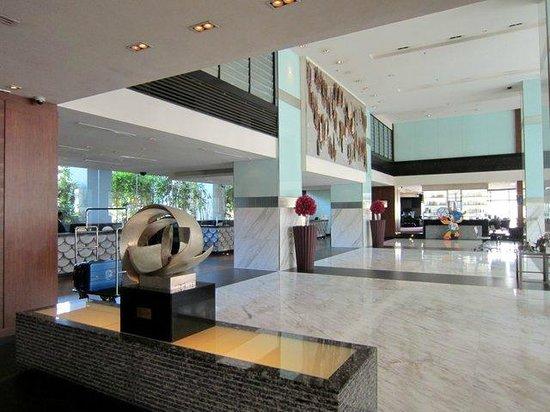 PARKROYAL Kuala Lumpur: Main lobby.
