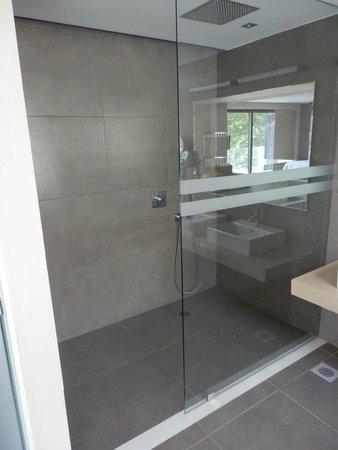 TUI Sensimar Tesoroblu Hotel & Spa : One of the bathroom areas...