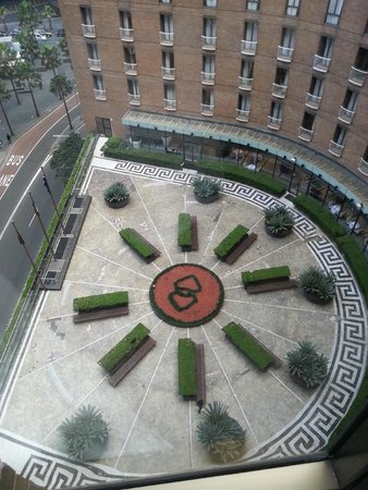 Sofitel Sydney Wentworth: View of courtyard garden