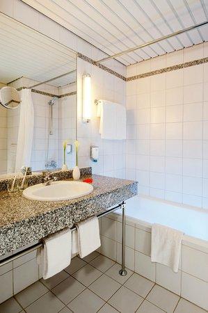 NH Berlin Potsdam Conference Center: Bathroom