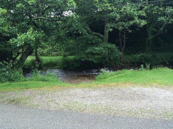 Aberafon Camp Site: Lovely stream running through camp site