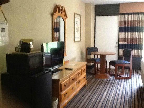 Travelodge Inn & Suites Gatlinburg on the River: Suite