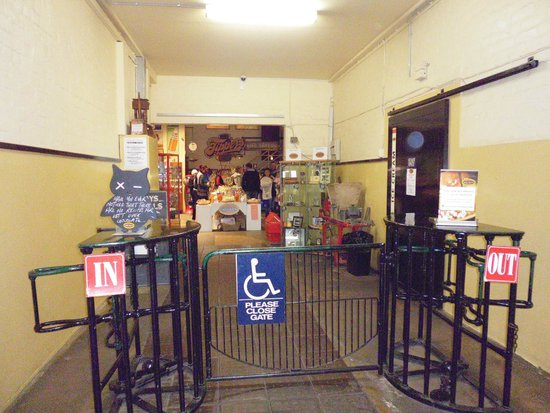 Melba's Chocolate & Confectionery: This is what you see entering Melba's