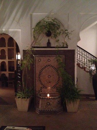Riad Aya: Fontaine (de nuit)