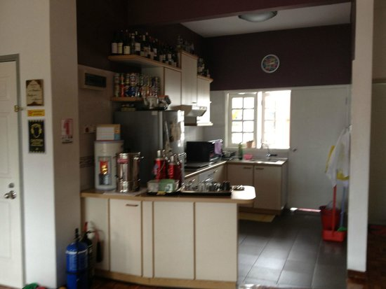 Do Chic In: Clean kitchen facilities available for our use