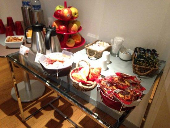 Hotel Caumartin Opera - Astotel: コンチネンタル形式の朝食
