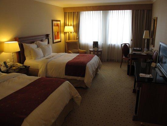 Prague Marriott Hotel: the room