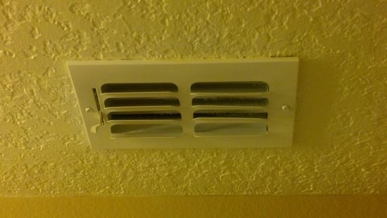 Hilton Grand Vacations at Tuscany Village: Vent Needs Cleaning