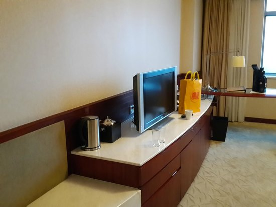 Parkview Hotel: TV DESK