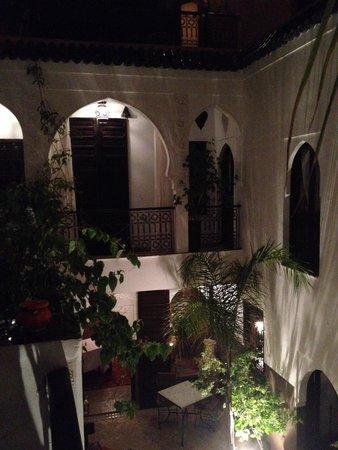 Riad Aya: Riad (de nuit)