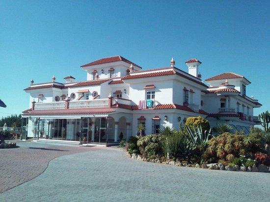 Hotel Diufain: El Hotel desde fuera