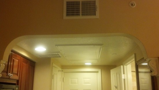 Hilton Grand Vacations at Tuscany Village: Low, Ugly Ceiling