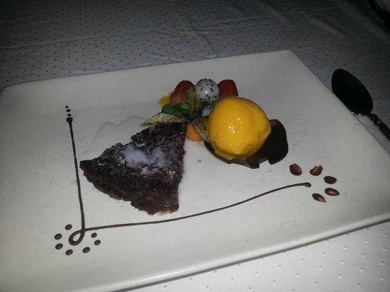 Muraka Restaurant: Choc sponge cake with sorbet