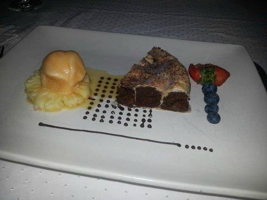 Muraka Restaurant: Choc fudge cake with sorbet