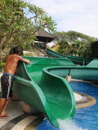 Sanur Paradise Plaza Suites : Kids pool, waterslide