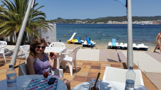 Playa Bella Apartments: cheers from Playa Bella